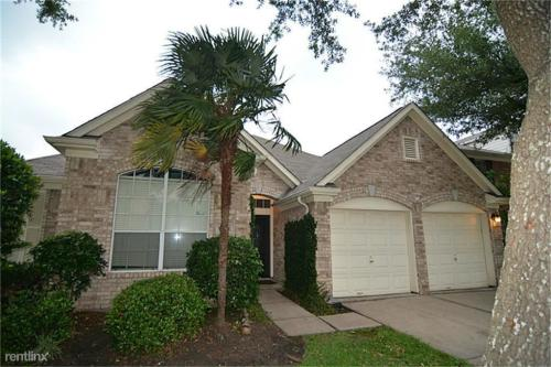 18114 Oakleaf Trail Court Photo 1