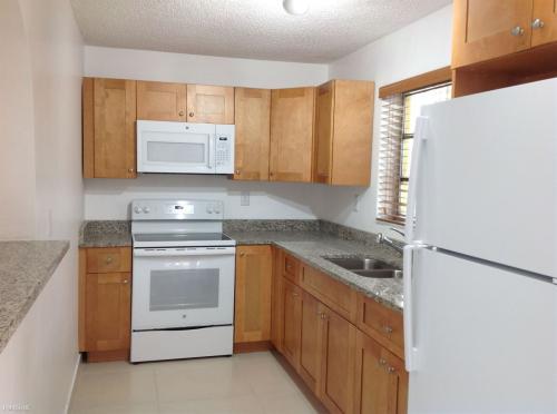 1405 SW 74th Avenue Photo 1