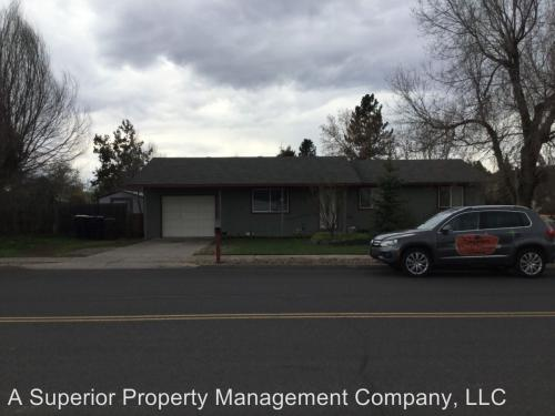 3056 SW Salmon Avenue Photo 1