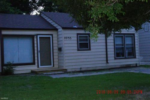 2233 S Greenwood Street Photo 1