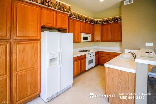 374 Tower Hill Avenue Photo 1