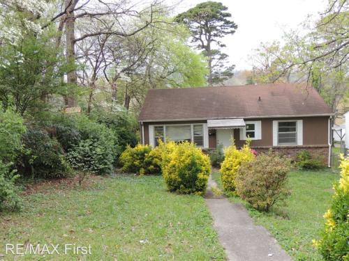 1015 E Oak Hill Avenue Photo 1