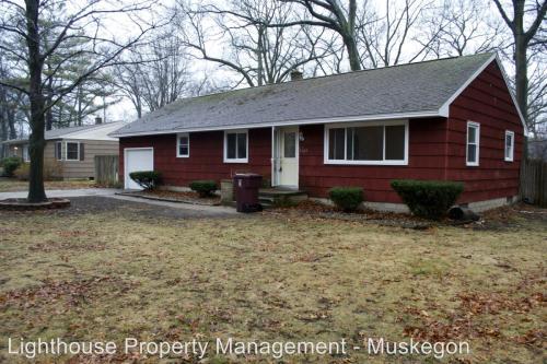 1663 Oak Park Drive Photo 1