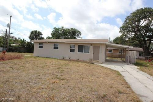 3772 SW 16th Place Photo 1