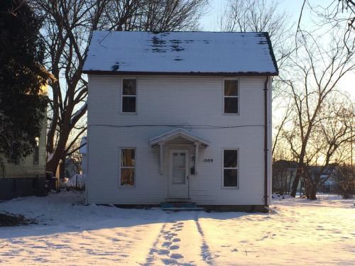 1009 Chittock Avenue Photo 1