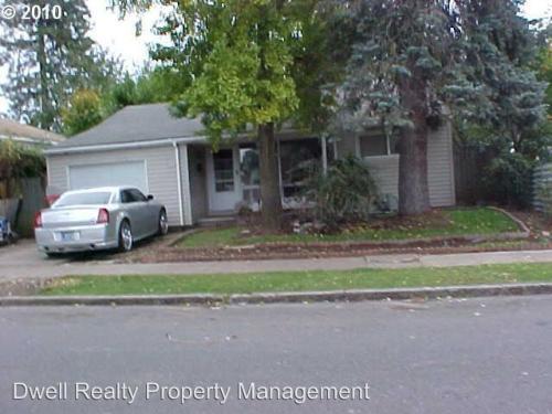 8224 NE Thompson Street Photo 1