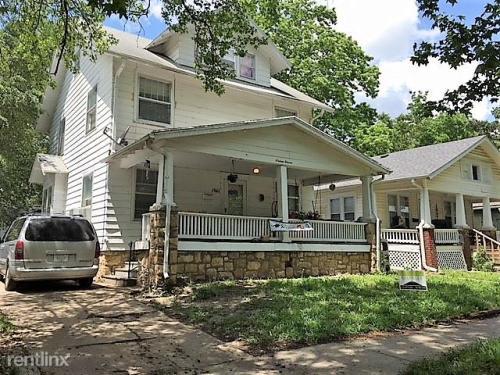1611 SW Clay Street Photo 1