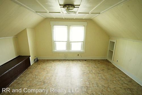 214-216 Oak Grove Avenue 3rd Floor Photo 1
