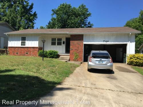 744 Moccasin Place Photo 1