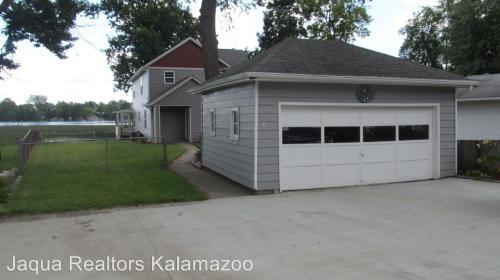 8039 W Long Lake Drive Photo 1