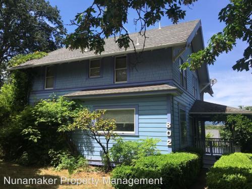 802 Oak Street Photo 1