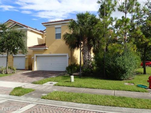 925 Pipers Cay Drive Photo 1