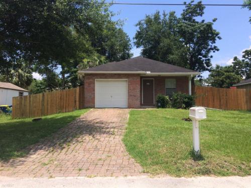 10549 Oak Crest Drive Photo 1