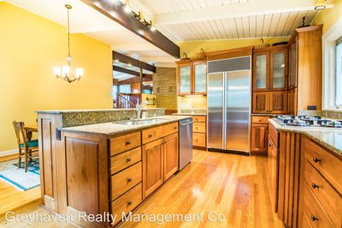 114 Riverpoint Road Photo 1