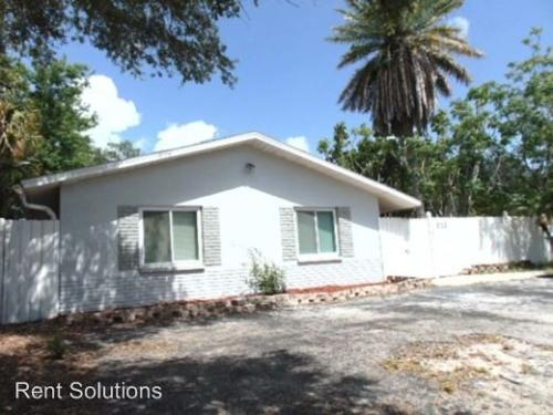 915 Lake Palm Drive Photo 1