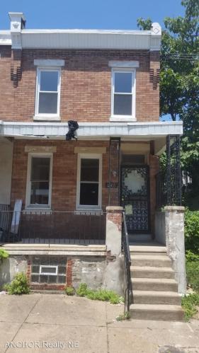 2411 W Sergeant Street Photo 1