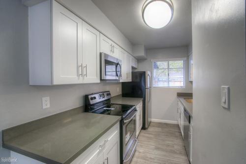 825 E Marlette Avenue Photo 1