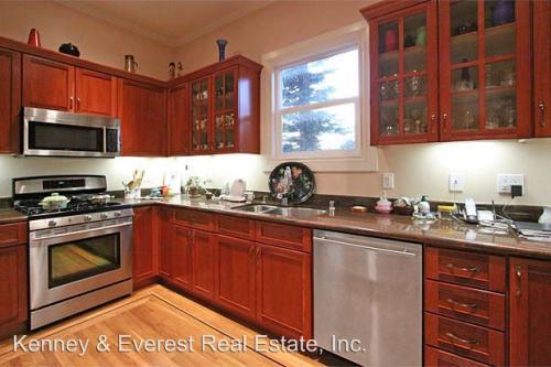 836 S Van Ness Avenue Photo 1