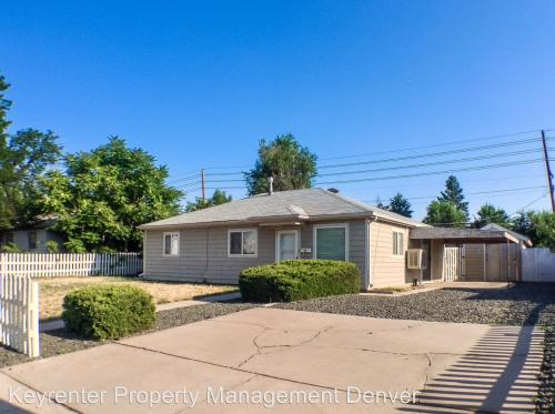 13653 E 13th Avenue Photo 1