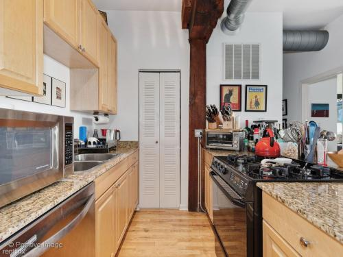 1735 W Diversey Parkway Photo 1