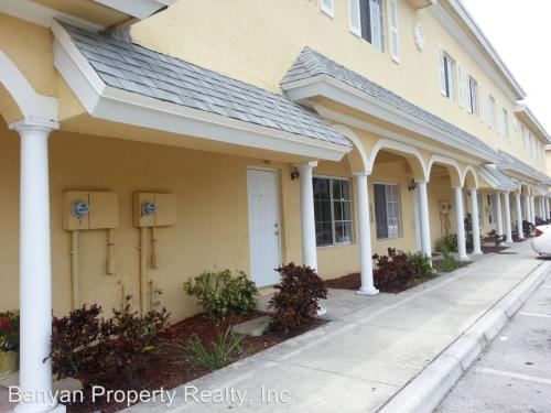 1201 Colonial Palms Way Photo 1