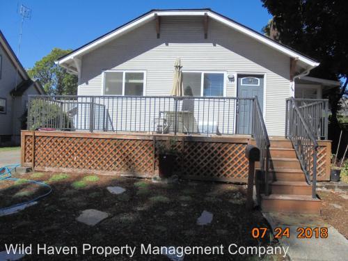 1227 NE Evans Street Photo 1