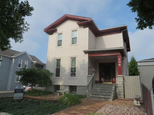 206 S Walnut Street Photo 1