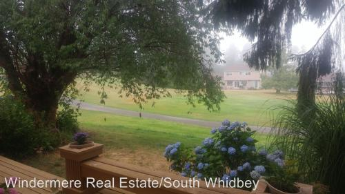 2425 Soundview Drive #B Photo 1