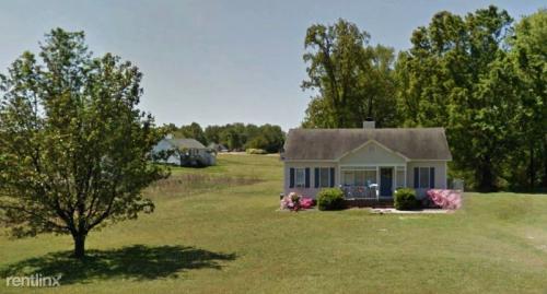 405 Roanoke Way Photo 1