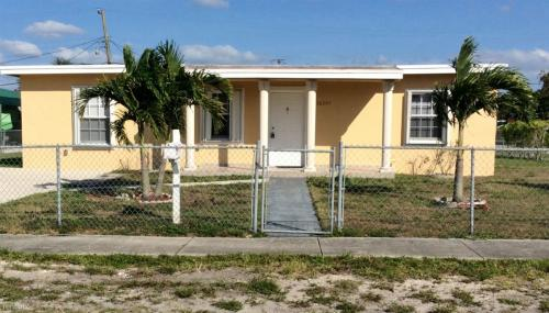 16301 NW 19th Court Photo 1