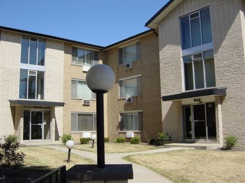 9144 S Cottage Grove Avenue Photo 1