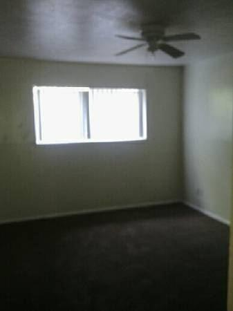 3 bed, 2.0 bath, $800 Photo 1