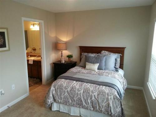 2 bed, 1.5 bath, 1032 sqft, $999 Photo 1