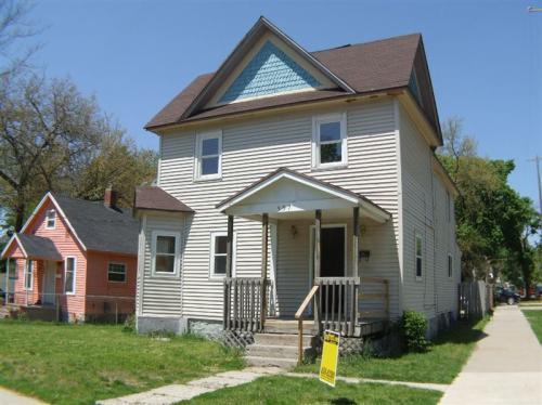 557 Highland Street SE Photo 1