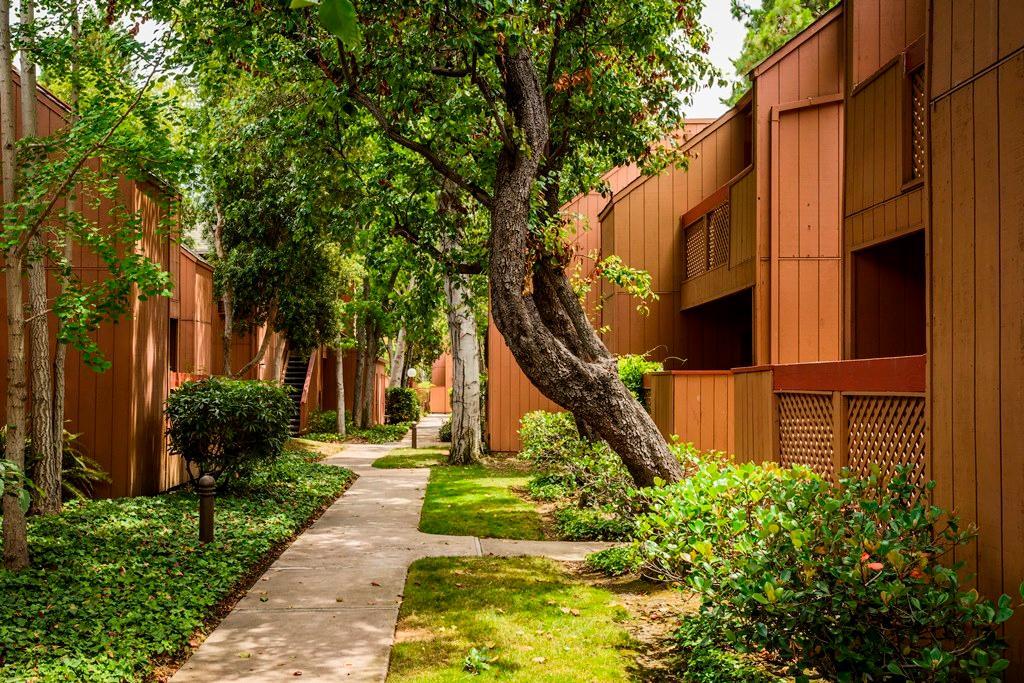 The Grove Garden Apartments Photo 1