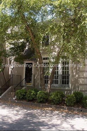 103 St Charles Place Photo 1