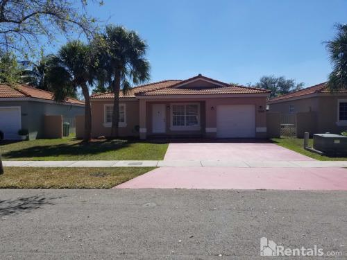 9100 NW 191th Terrace Photo 1