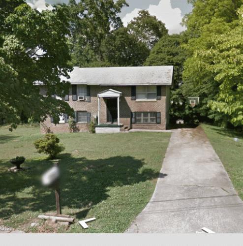 683 Roxbury Drive Photo 1