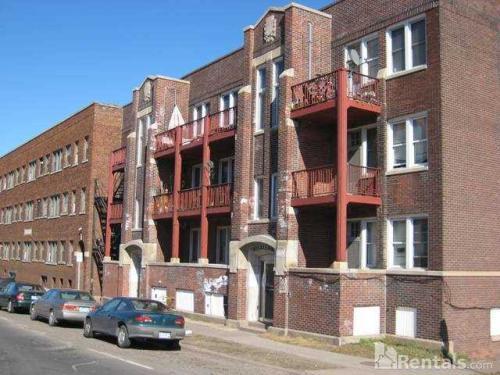 702 E 2nd Street Photo 1