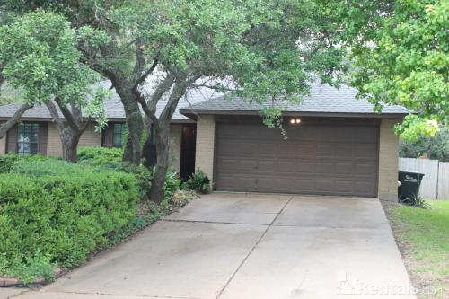 16501 Lone Wolf Dr Photo 1