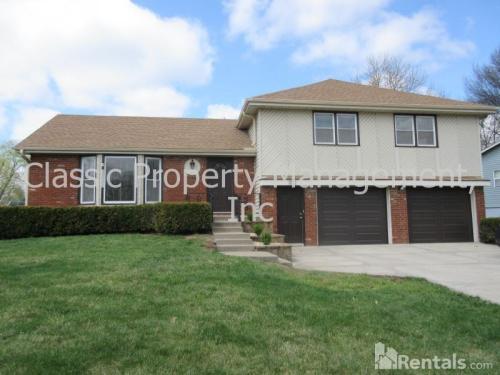 7300 N Woodland Avenue Photo 1