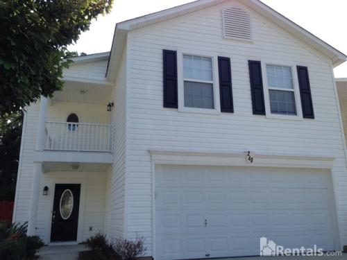 240 Crimson Oak Dr Photo 1