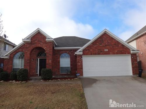 4605 Maple Hill Dr Photo 1