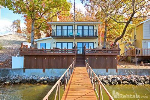132 Westwind Dr Photo 1