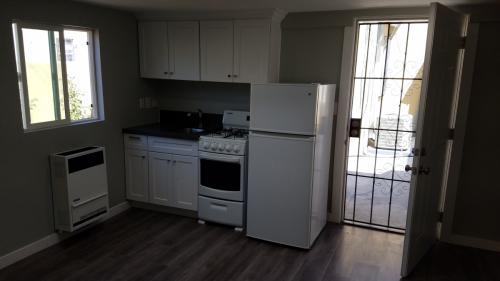8215 S Mariposa Avenue Photo 1