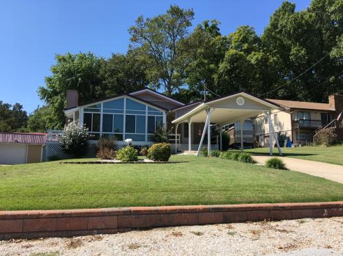8061 Lakeview Road Photo 1