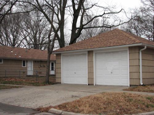 502 NE Freeman Avenue #GARAGE Photo 1