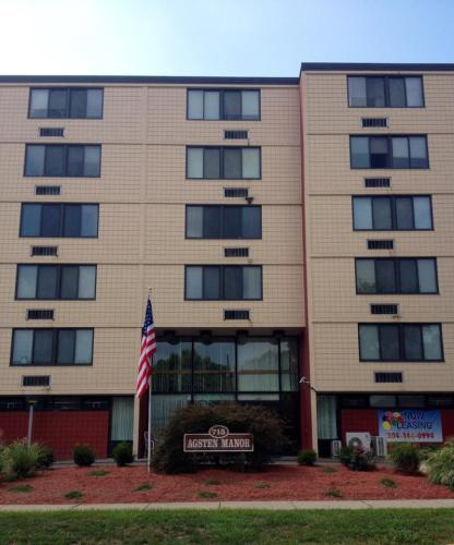 715 Randolph Street Photo 1