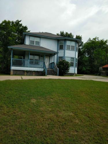 402 Offield Drive Photo 1