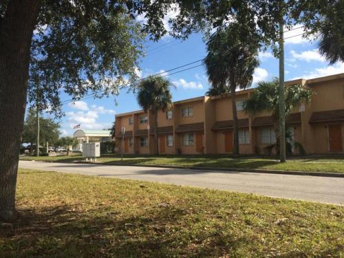 825 E University Blvd Photo 1